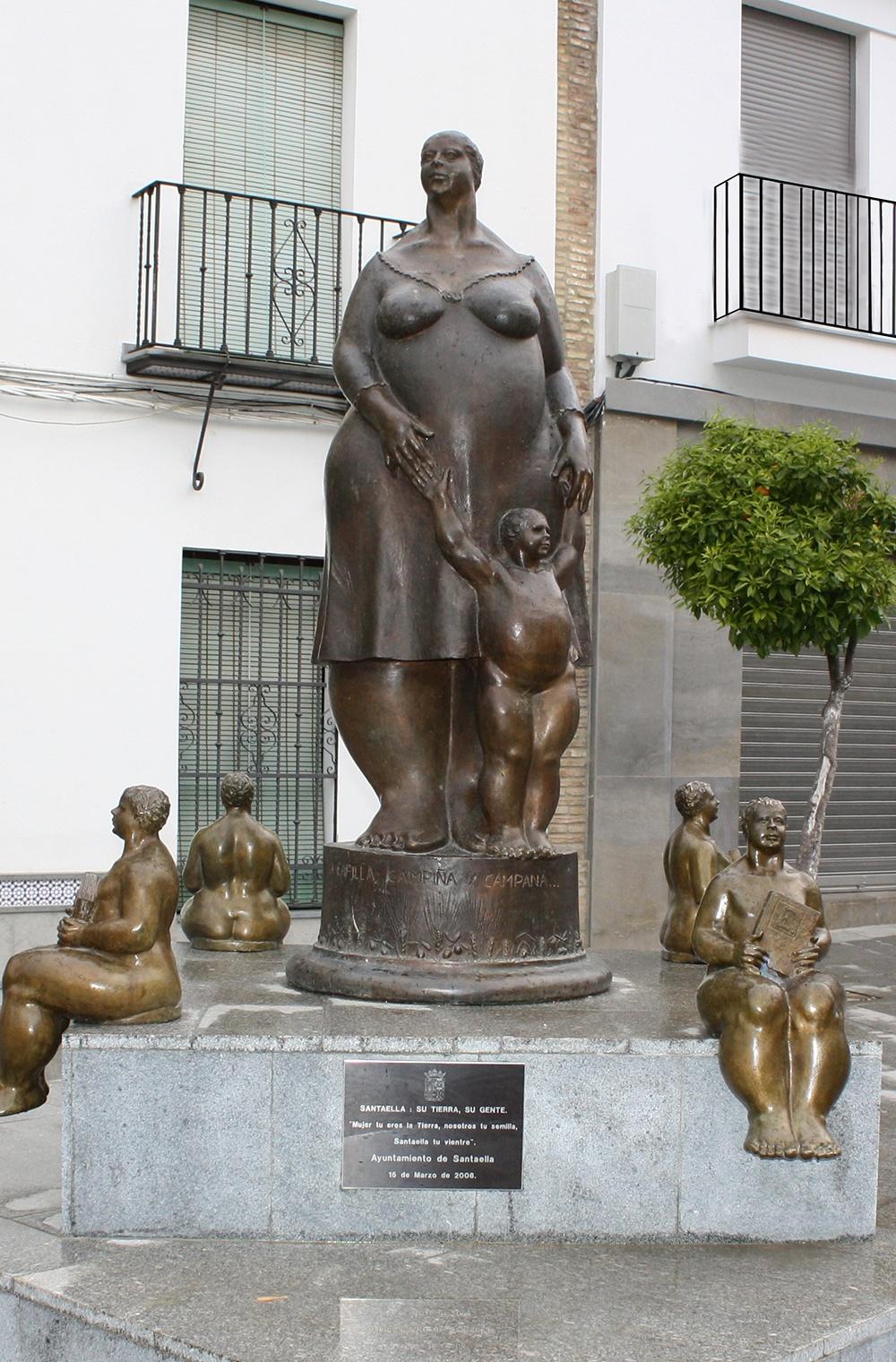 """Foto de la escultura de maternidad """"la gorda"""""""