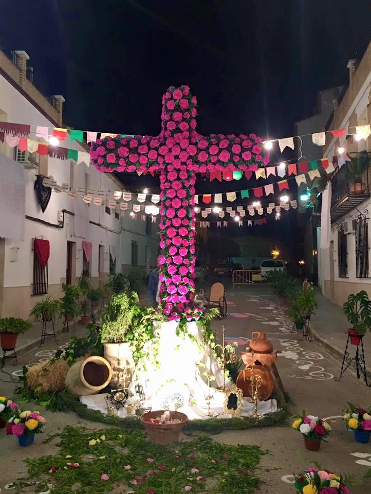 Foto de una cruz de mayo en Santaella